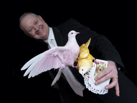 Trevor Price Magician – Doves and Cards